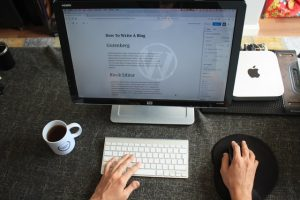 a man writing a blog post about headings and subheadings affect SEO